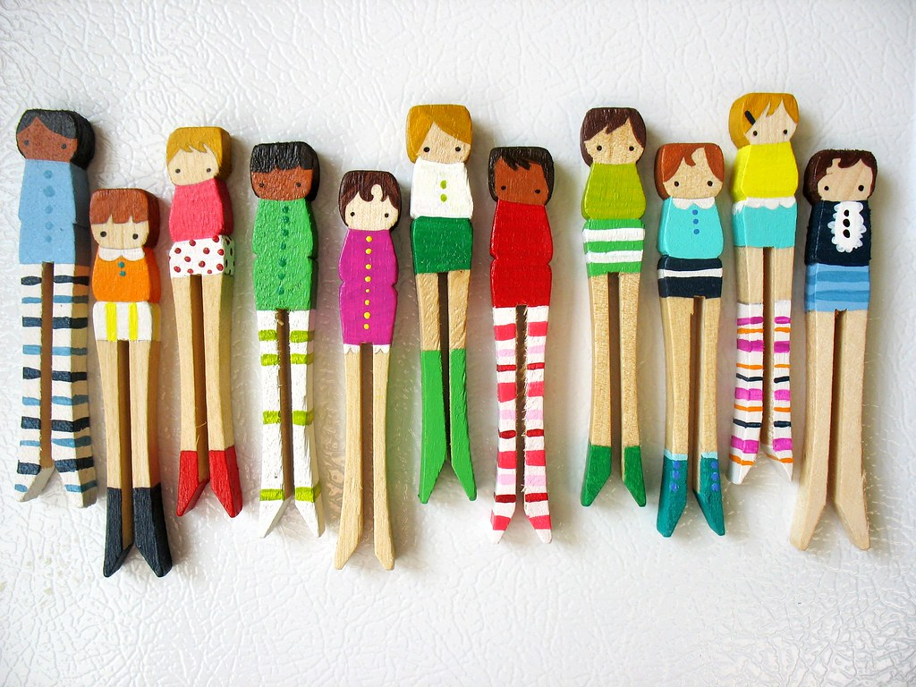 Handmade wooden folk art magnets for sale at mooshoo for Close pin crafts