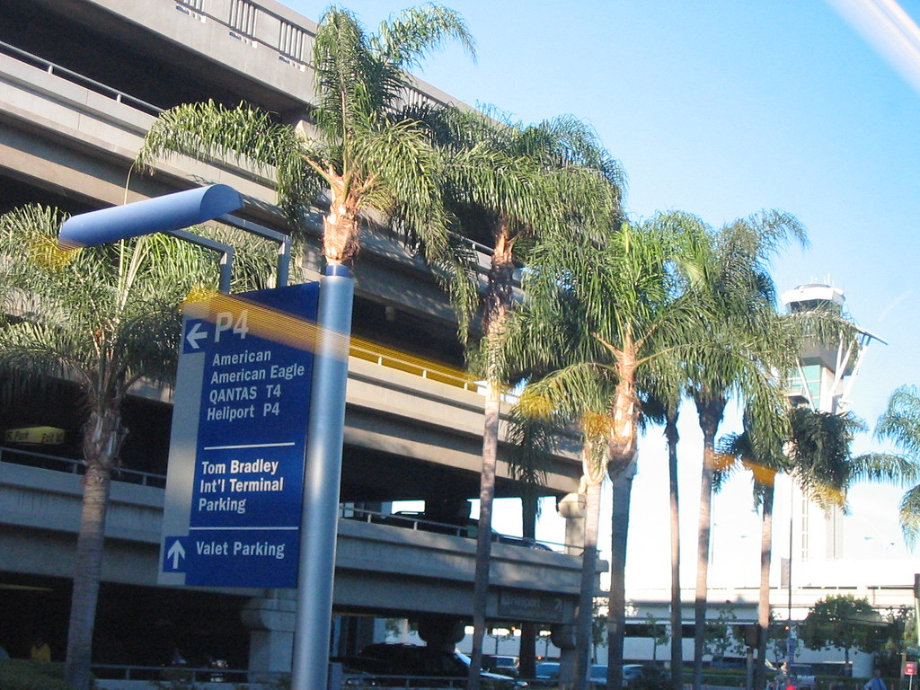 how to get to hertz from lax