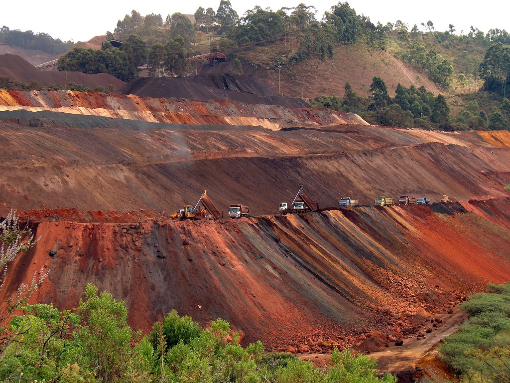 negative effects of mining in palawan Platinum mining in south africa platinum mining in sa is comparatively recent, supply increasing from 176 million ounces (50 tons) in 1975 to a peak of 486 million ounces (138 tons) in 2011.