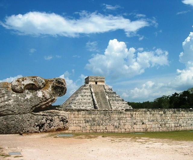 Chichen Itza's Kukulcan Temple from afar | Kukulcan as ...