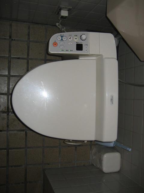 toilettes japonaises j 39 avoue que comme ca ca parait. Black Bedroom Furniture Sets. Home Design Ideas