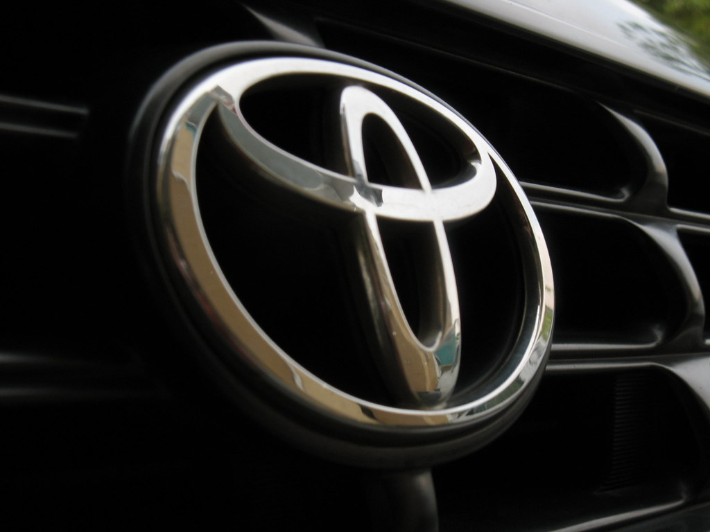 Toyota Logo On Rav4 Please Comment This Pict Fr My