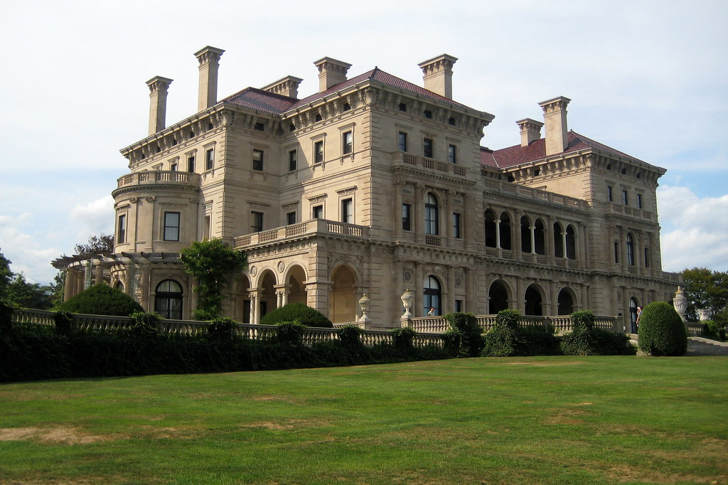 Ri newport the breakers ocean facade the breakers for Architecture maison de maitre