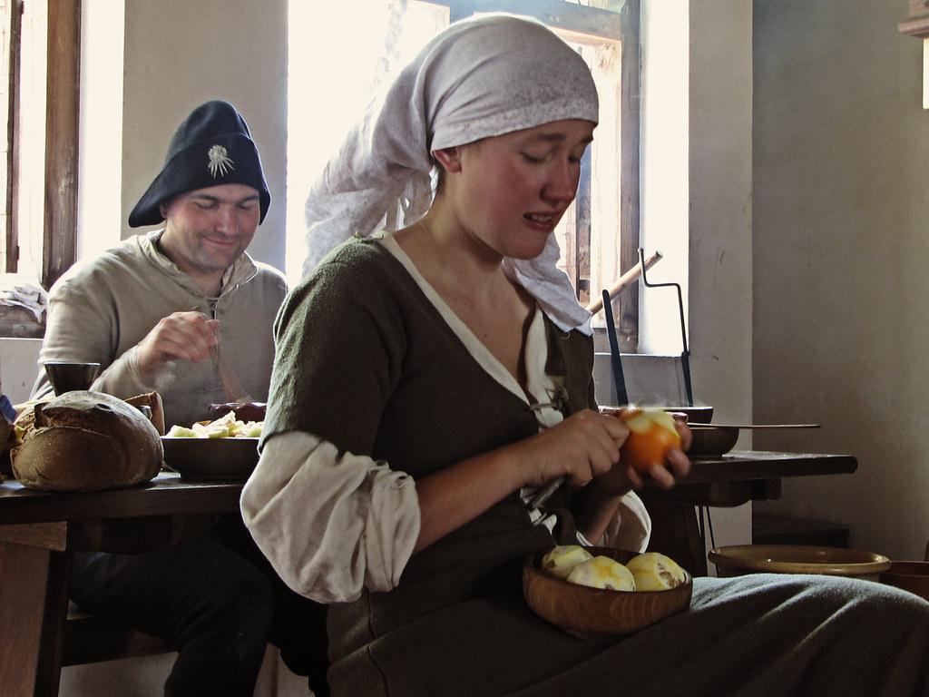 servants working in th...
