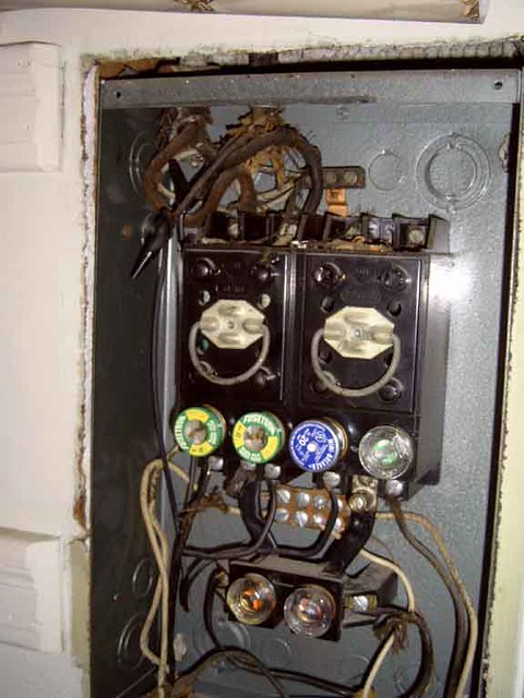 old fuse box 60 amp box with only 6 fuses for whole. Black Bedroom Furniture Sets. Home Design Ideas