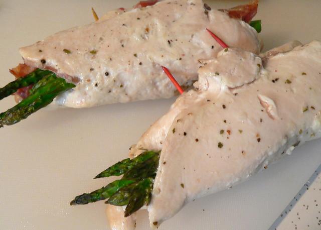 Chicken and asparagus rolls, unsliced | Chicken breasts, mar ...