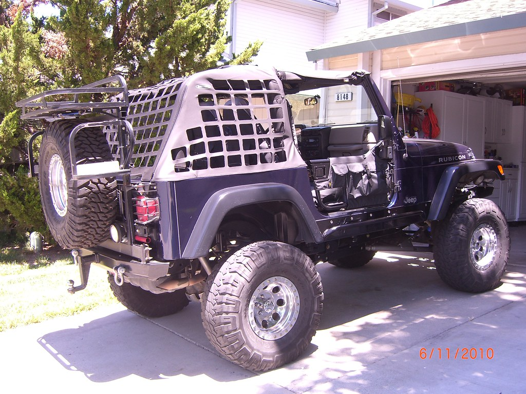 Jeep with Bikini top, Cargo net, and Tube doors. 008 | Flickr