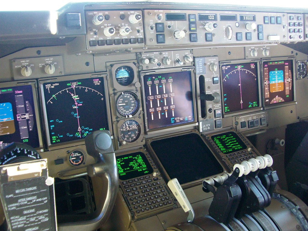Boeing 747-400 flight deck (with notes) | This picture was