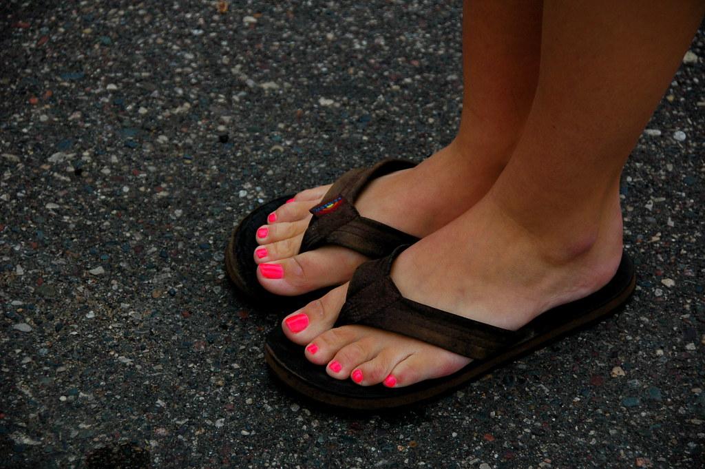 pictures of feet in flip flops