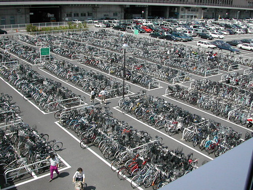 Bicycles at Niigata (Japan) train station (6/18/02)