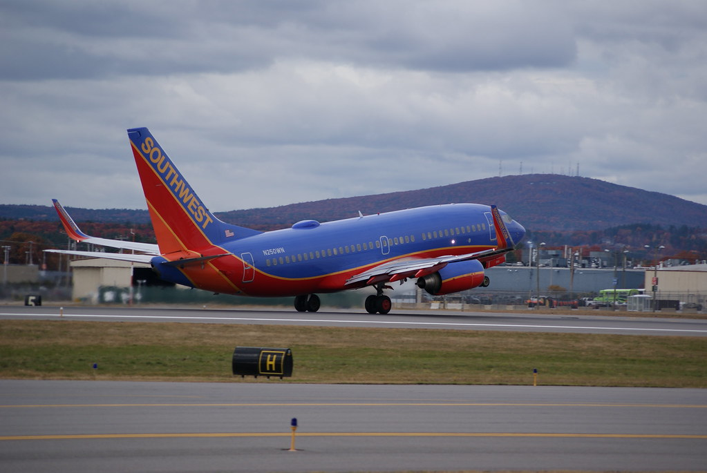 Southwest airlines boeing 737 700 n250wn n250wn for Southwest airlines free wifi