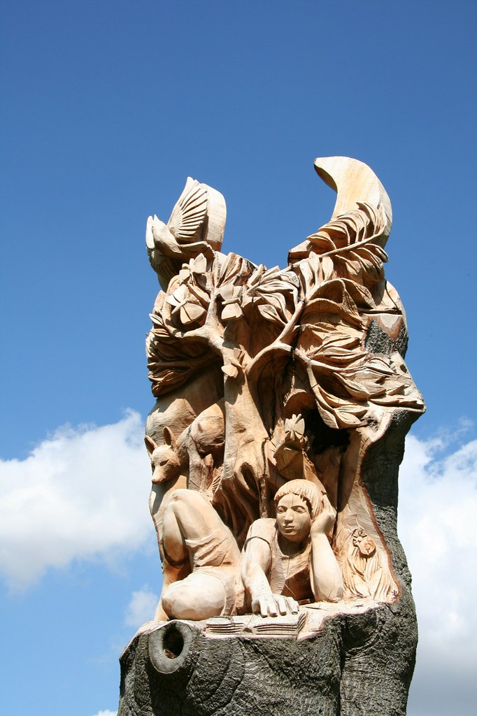 Tree carving in pershore hopefully this will survice for
