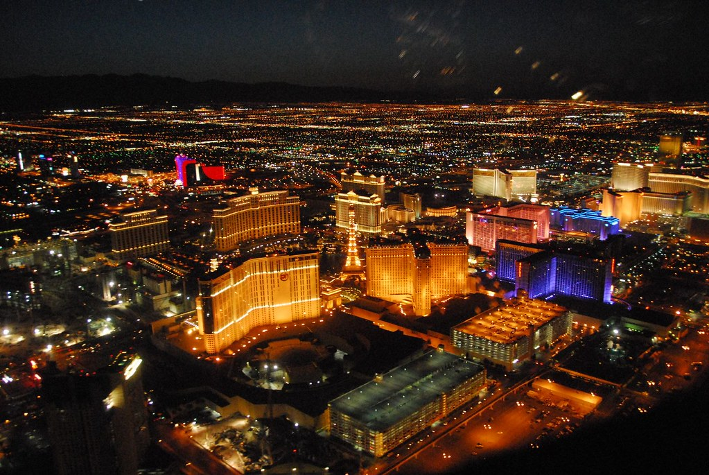 The Las Vegas Strip is an All-American road show, home to the most famous hotels and casinos in Las Vegas. With famous spots like Paris, Treasure Island, the Venetian, Bellagio, Caesar's Palace and the MGM Grand, it's no wonder that the strip is the most popular destination in Las Vegas.