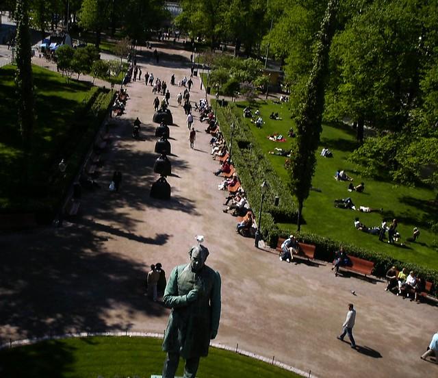 Qué hacer en Helsinki: el parque esplanadi