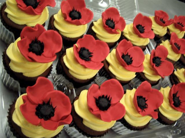 Wizard of oz poppy cupcakes fondant poppies atop cupcake flickr wizard of oz poppy cupcakes by debbiedoescakes mightylinksfo