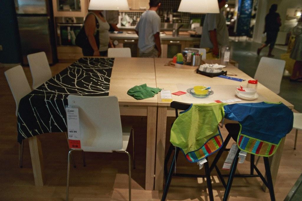 Dining room with kids 39 area ikea showroom portland grand for Ikea portant
