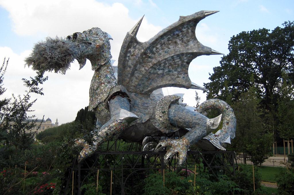 Paris jardin des plantes dragon en recyclable this for Animaux jardin des plantes