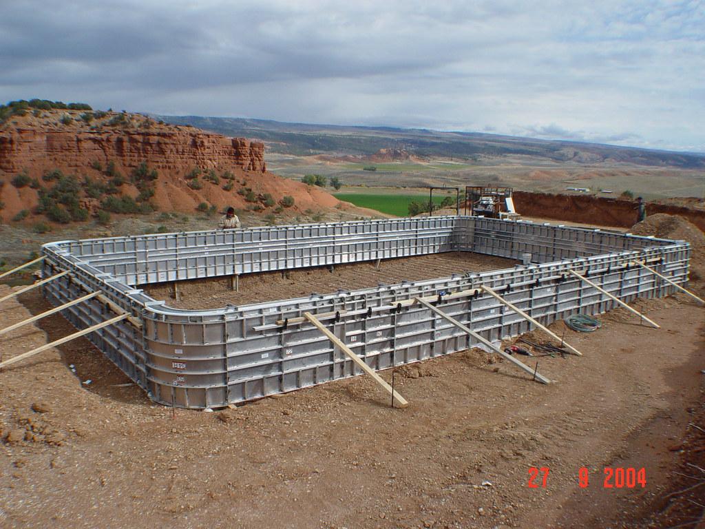 Concrete swimming pool construction concrete swimming for Concrete swimming pool construction