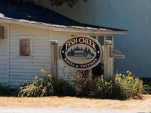 Fish creek motel 2799 the fish creek motel in fish creek for Fish creek motel