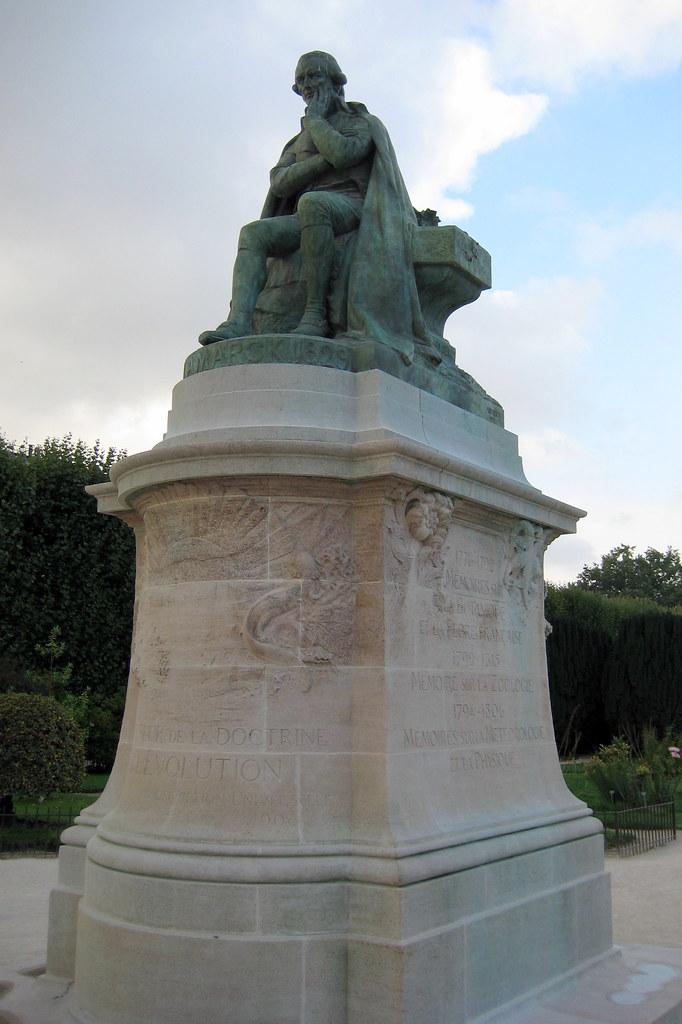 Paris jardin des plantes la statue de lamarck la for Statue de jardin belgique
