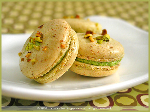 Pistachio Macarons | with a nutty pistachio buttercream and ...