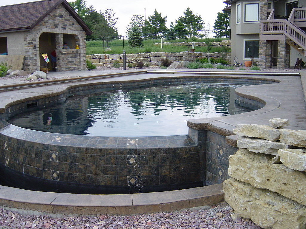 Concrete swimming pool construction concrete swimming for Concrete swimming pool construction