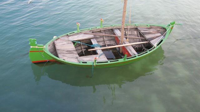 One man fishing boat at n lhohi harbour ibrahim for 1 man fishing boat