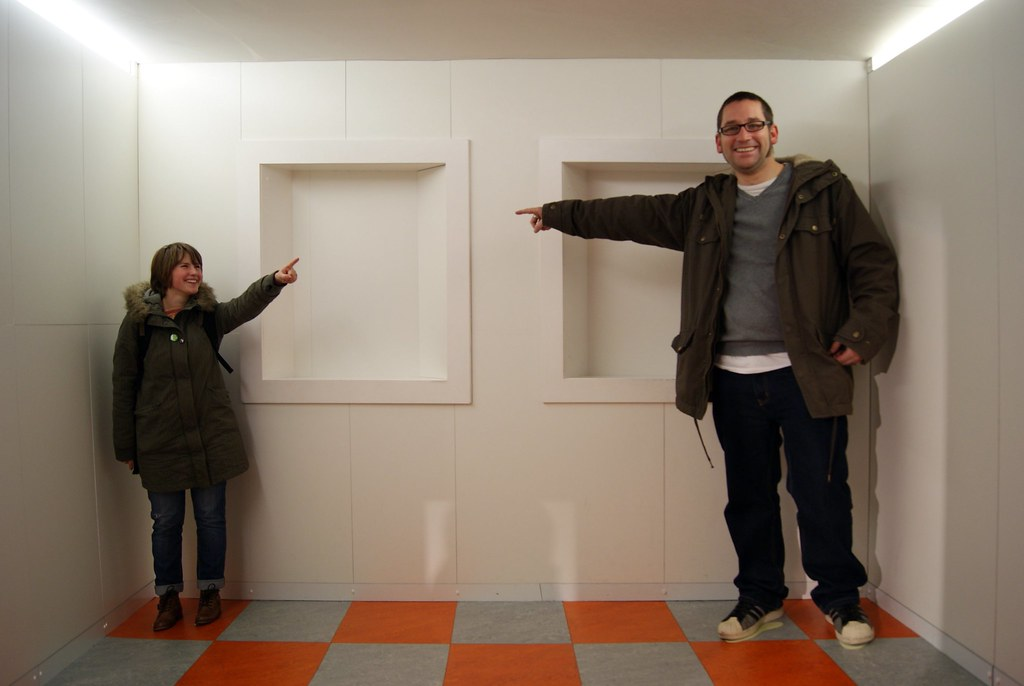 Ames Room And Emmert S Law