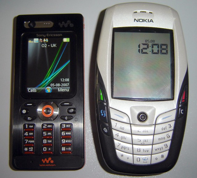 sony ericsson w880i vs nokia 6600 my new mobi alongside. Black Bedroom Furniture Sets. Home Design Ideas