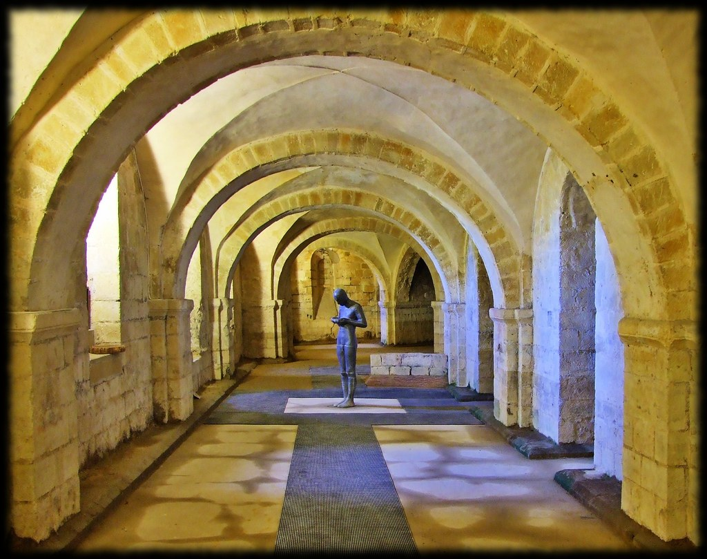 Black And Red >> Winchester Cathedral Crypt | A statue stands silently near t… | Flickr