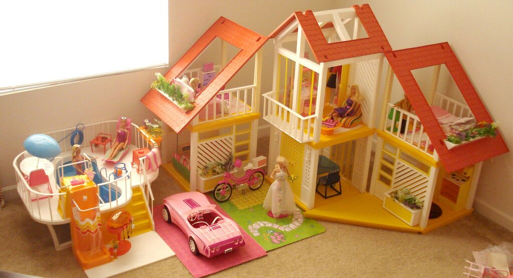 Barbie dream house the house the pool the car and a for Classic house 80s