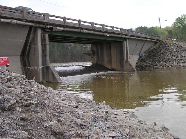 The spill way acworth lake spills into allatoona lake for Lake acworth fishing