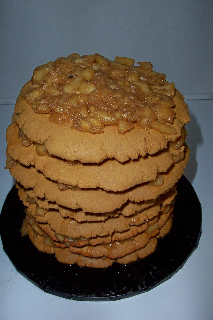 Should Apple Cake Be Refrigerated