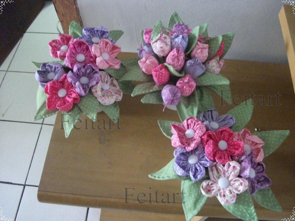 Vasos de tulipas e flores de fuxico oi - Como decorar tulipas de lamparas ...