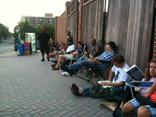 iPhone 4 release day | by blakespot