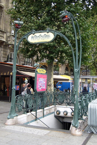 Paris latin quarter place st michel saint michel - Metro saint michel paris ...