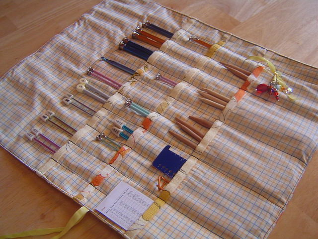 Knitting Needle Storage Case Pattern : Knitting needle case tute on my holds all the