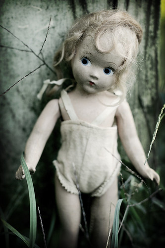 The lonely doll | by Ragazza*