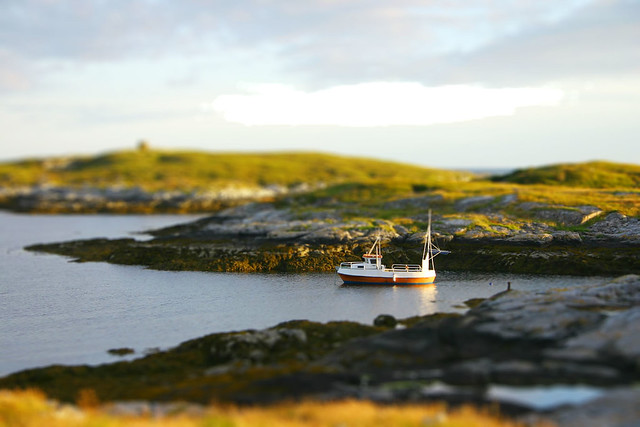 tilt, shift, ship