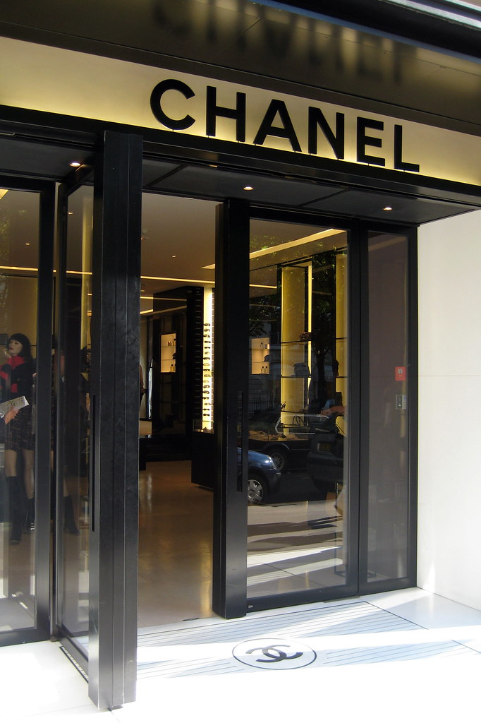 Paris Avenue Montaigne Chanel The House Of Chanel