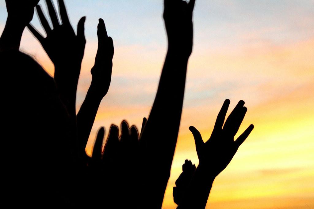 Jogue Suas Mãos Para O Céu E Agradeça Se