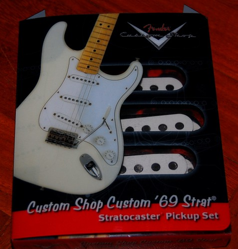 Fender Custom Shop  Nos Stratocaster Has Red Paint Underneath