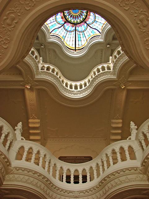 Escalier int rieur du mus e des arts d coratifs de budapes for Enduits decoratifs interieur