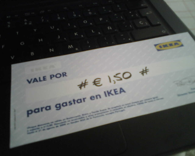 cheque regalo si compras el cat logo de ikea en un quiosco flickr. Black Bedroom Furniture Sets. Home Design Ideas