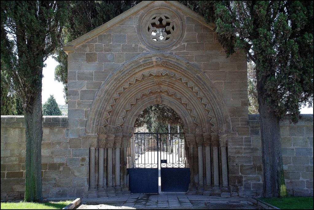 Puerta del cementerio de navarrete la rioja spain flickr for Cementerio parque jardin la puerta