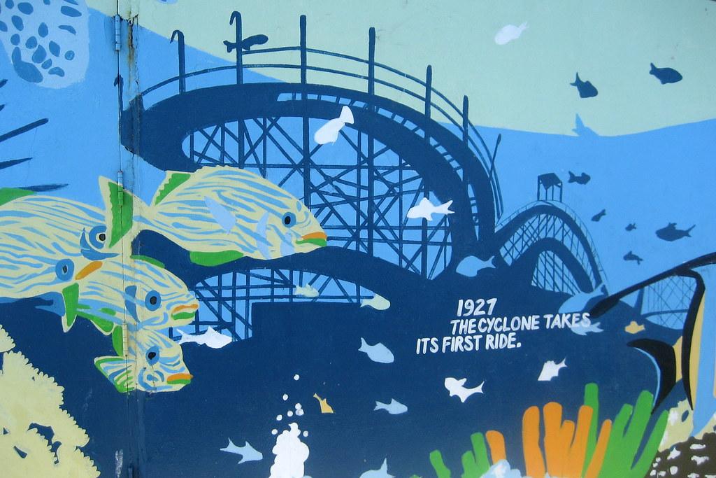Nyc brooklyn coney island boardwalk mural cyclone for Coney island mural