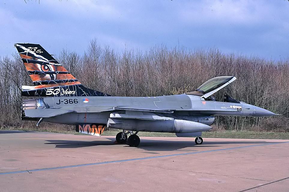 F-16Am J-366 met 50 jaar jubieum staart