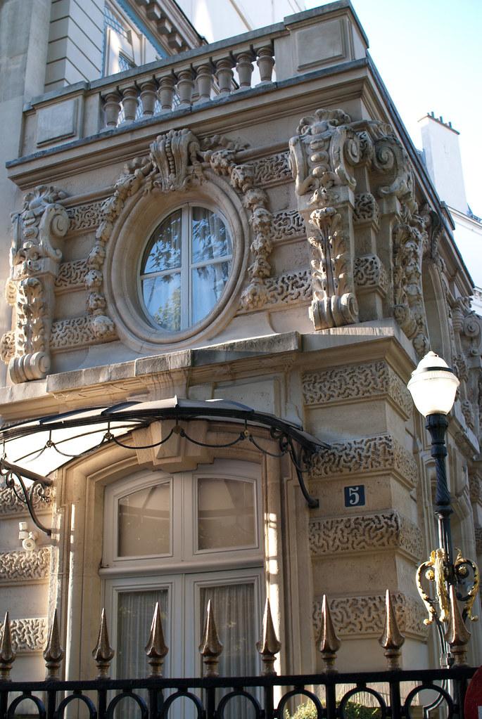 L 39 h tel menier 5 avenue van dyck paris 8 me et si on se for Hotel design paris 8eme