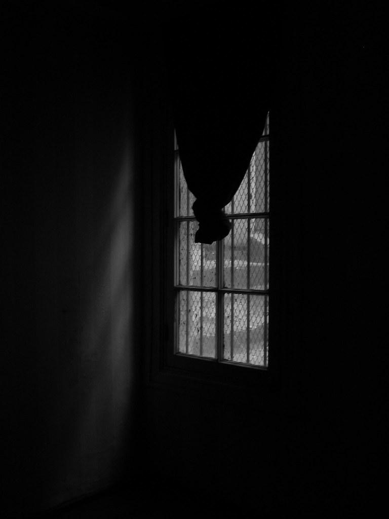 el cuarto oscuro ahi vivia la mery ahora esta asi