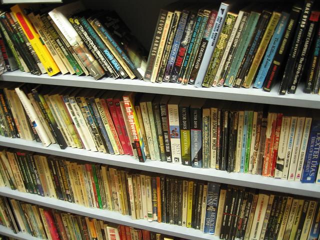Libri usati alla libreria del giallo murder one flickr for Libreria online libri usati